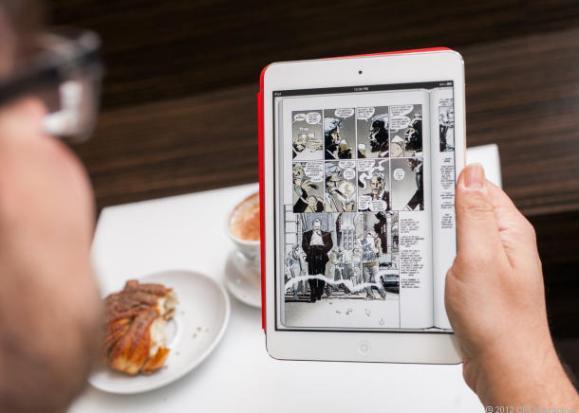 iPad Mini - leyendo un cómic