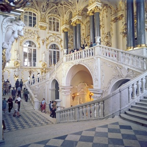 Main_Staircase_at_the_Hermitage