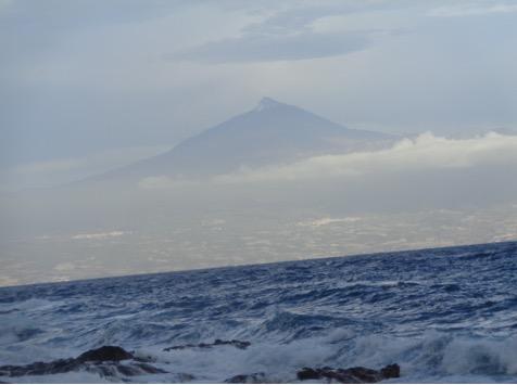 El pico de Telde desde la isla de Comera