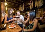 Salamanca. Bar de tapas, vinos y embutidos