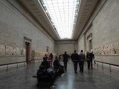 Interior del Museo Británico - Salón de la estatuaria del Partenón de Atenas.