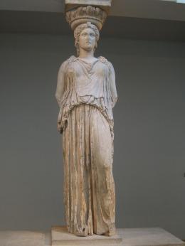 Cariátides del Erecteión de Atenas (las otras cinco están en el Museo Arqueológico de Atenas).