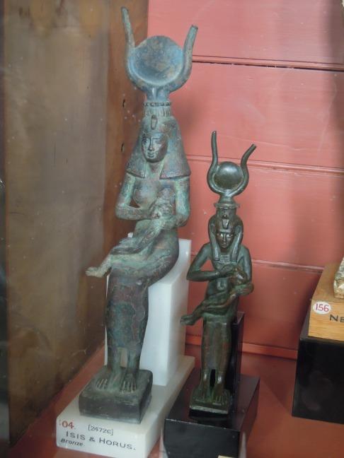 Estatuas de los Dioses Isis y Horus.