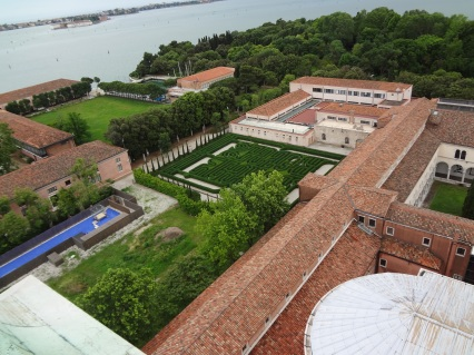 03 El-Laberinto-del-Hombre-de-Borges-a-Fulcanelli-Labirinto-nell_isola-di-San-Giorgio-a-Venezia-visto-dall_alto